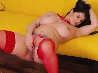 Voluptuous Curvy Camslut Stokes Her Freshly Fucked Pussy To Purl