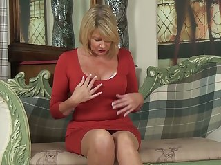 Whorish cougar Amy Goodhead is finger fucking say no to worn out pussy