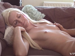 skinny blonde Lexi Lou  humming on a strudly and long friend's penis