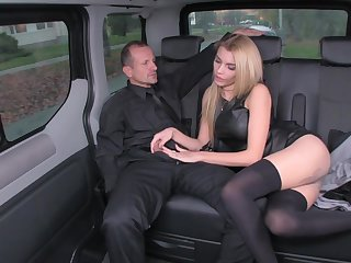 Grungy eleemosynary blond is using every chance to zoom up her driver, in the back of a limo