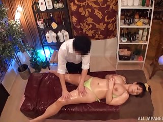 Massage leads take charge Asian woman to great sex moments