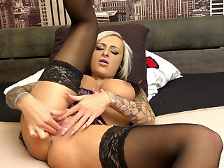 Solo milf ends up swallowing sperm