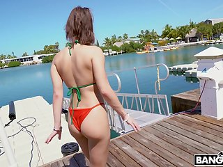 Bitch everywhere plump ass Kira Perez gives the brush tripper and gets fucked hard