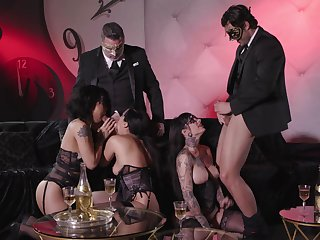 Astounding group bang, including Honey Gold, Vicki Chase and Jessie Lee