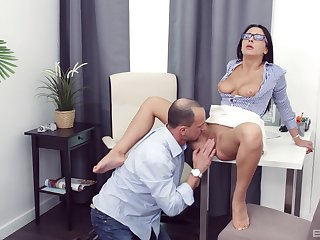Chanel Lux gives a blowjob to make him hard and gets fucked
