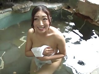Round boobs Asian hottie Reiko Kobayakawa gets pleased by a stranger