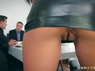 Mesmerizing hot comparable to hell babe with succulent ass is made be proper of twin penetration