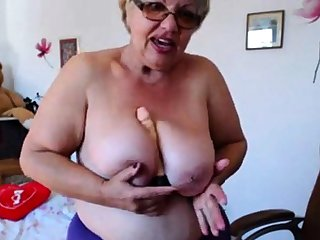 Granny playing with  big bowels on webcam! Amateur!